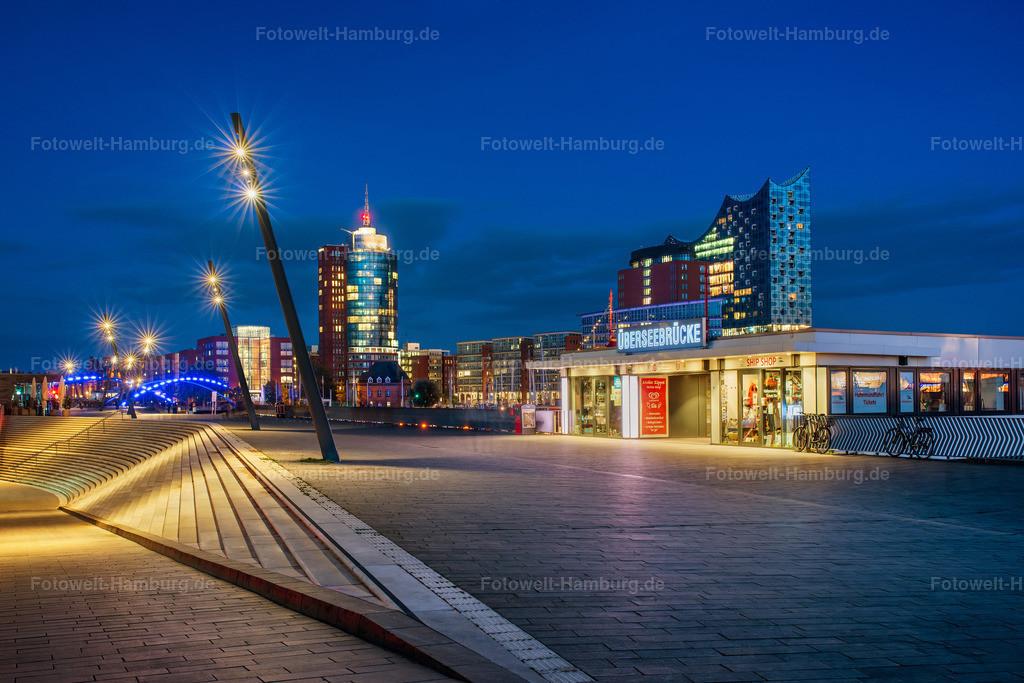 10201112 - An der Überseebrücke | Lichtstimmung an der Überseebrücke zur blauen Stunde mit Blick auf die Elbphilharmonie.