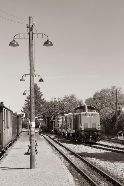 Historischer Bahnhof -Schwarzweiß- | Menschenleerer Historischer Bahnhof ins Schwarzweiß