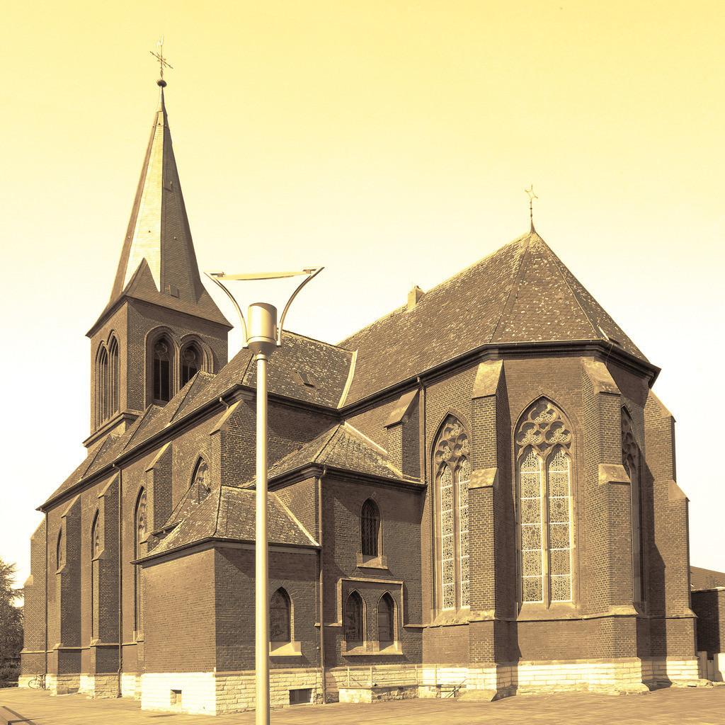 1-Westkirchen-Kirche-Pano8920_8921_1x1-sepia01