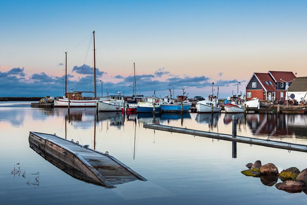 Blick auf den Hafen von Klintholm Havn in Dänemark | Blick auf den Hafen von Klintholm Havn in Dänemark.