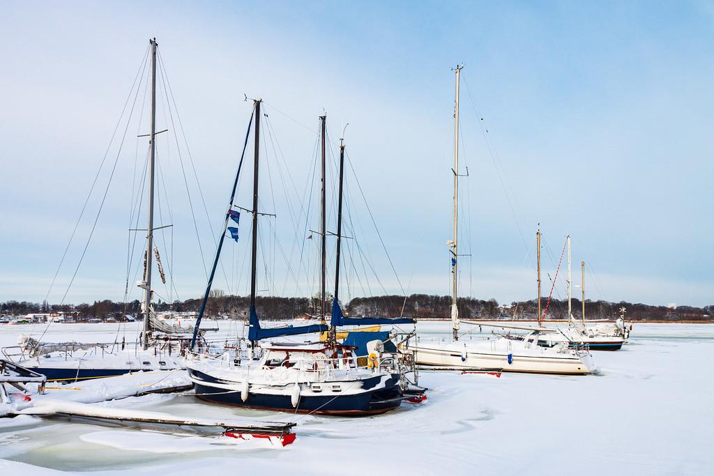 Boote im Stadthafen von Rostock im Winter   Boote im Stadthafen von Rostock im Winter.