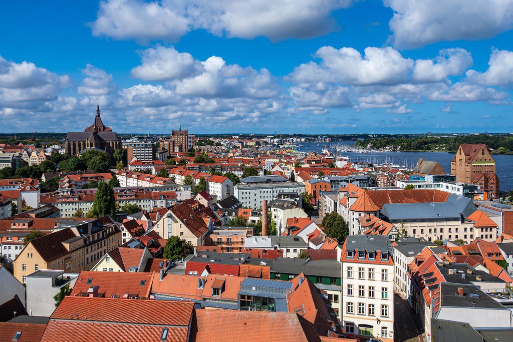 Blick auf die Hansestadt Rostock   Blick auf die Hansestadt Rostock.