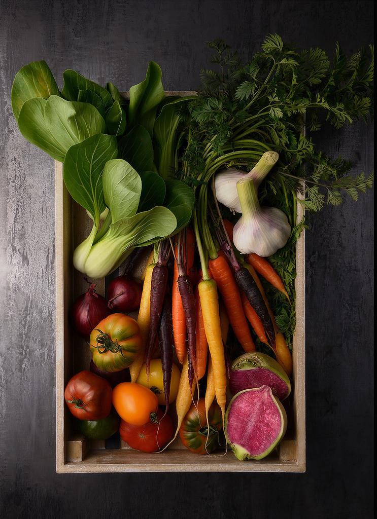 Gemüsekiste  | Foodfoto, Holzkiste mit diversen Gemüsesorten