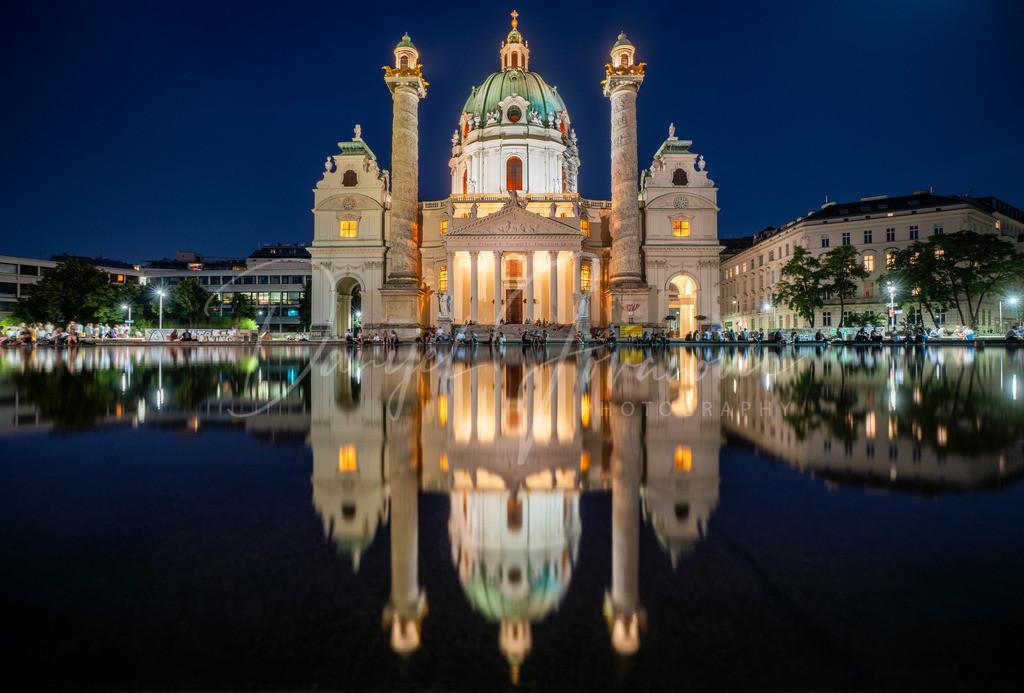 Karlskirche | Die Wiener Karlskirche bei Nacht