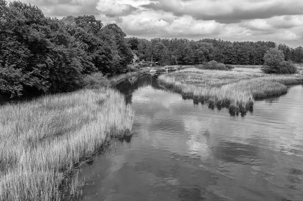 Mündung der Füsinger Au in die Schlei © Holger Rüdel | Wenige Kilomter östlich von Schleswig mündet die Loiter Au, auch Füsinger Au genannt, in die Kleine Breite der Schlei.
