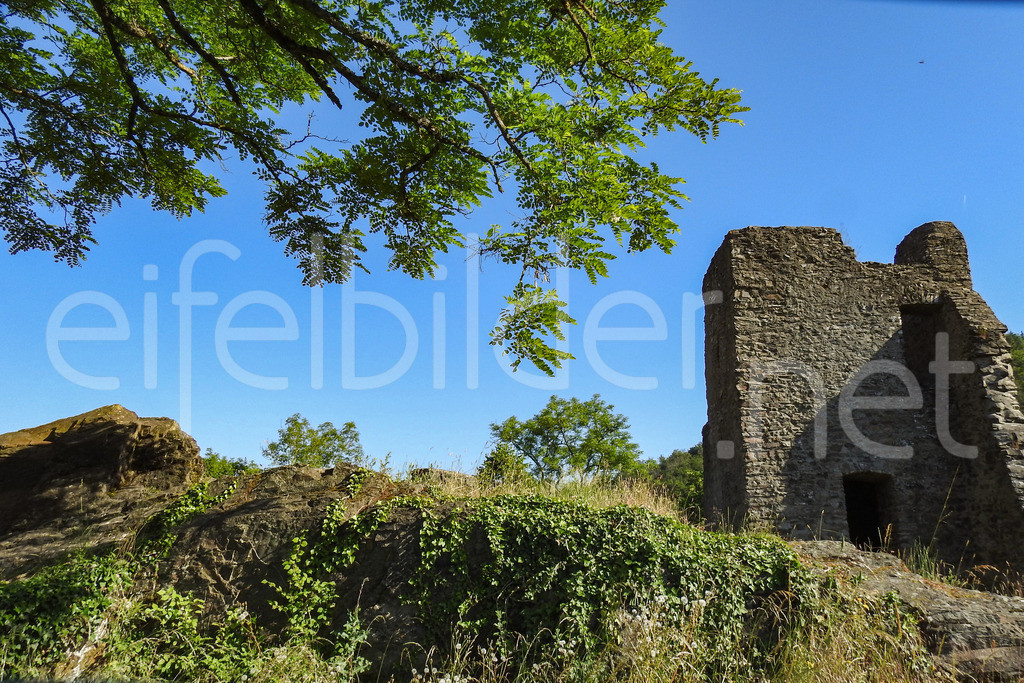 Burg Manderscheid, Oberburg | Teil der Burgruine Manderscheid in der Vulkaneifel
