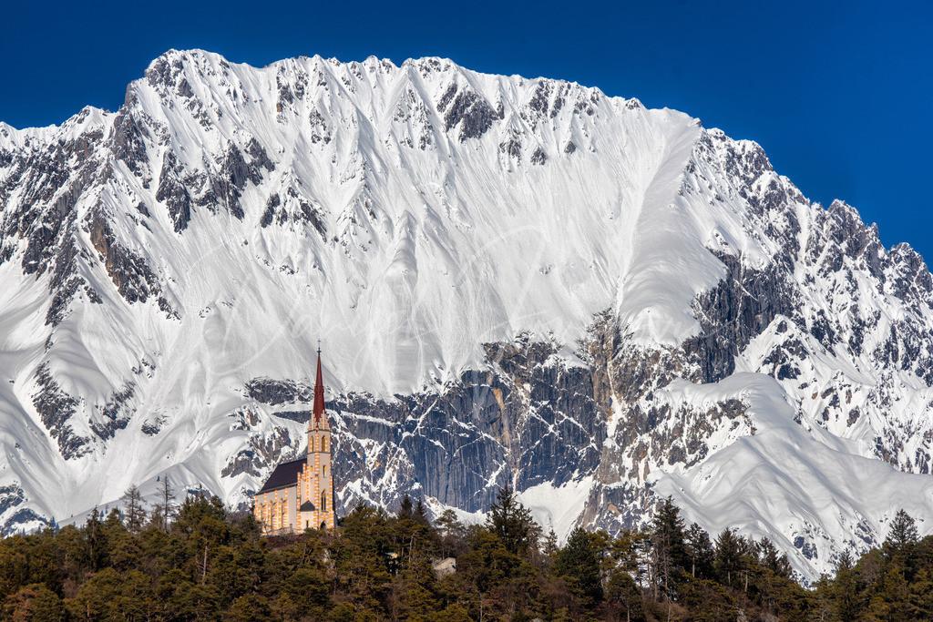 Locherboden | Die Wallfahrtskirche Locherboden mit der Mieminger Kette