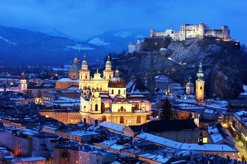 JT-091213-004 | Altstadt mit Kollegienkirche, Dom und der Festung Hohensalzburg, am Abend, Winter. Salzburg, Österreich, Europa.