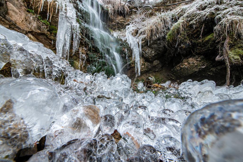 Gefrorener Wasserfall | Wunderschön eisiger Wasserfall