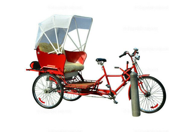 Rikscha-Fahrrad (freigestellt) | Ein freigestelltes rotes Rikscha-Fahrrad.