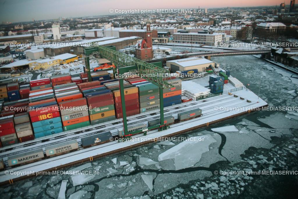 2009-01-11 Luftbilder Hafen Dortmund | Sonntag, 11. Januar 2009 - Luftbild Hafen Dortmund, Binnenhafen, Containerhafen, Blick auf die gefrorenen Hafenbecken von der Kohlenstrasse mit dem Fotoballon.  Foto: Michael Printz / PHOTOZEPPELIN.COM
