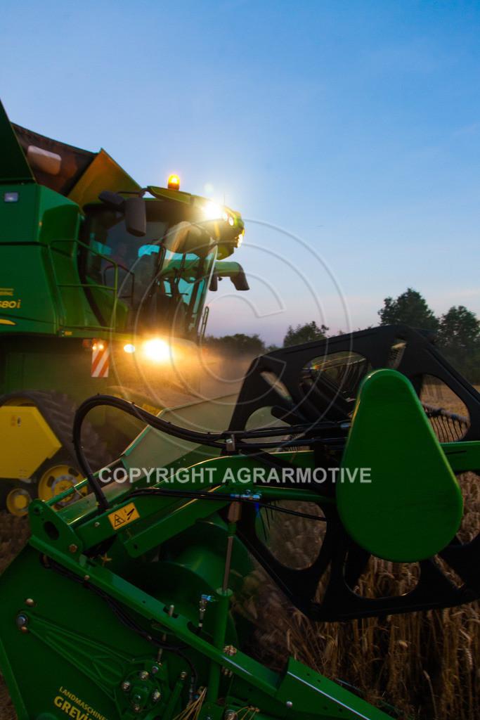20120817-_MG_8788 | Weizenernte in der Dämmerung
