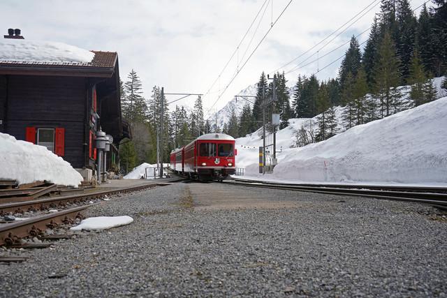 ABDt 515 | Der Stammpendel bei der Einfahrt in den Bahnhof Cavadürli.
