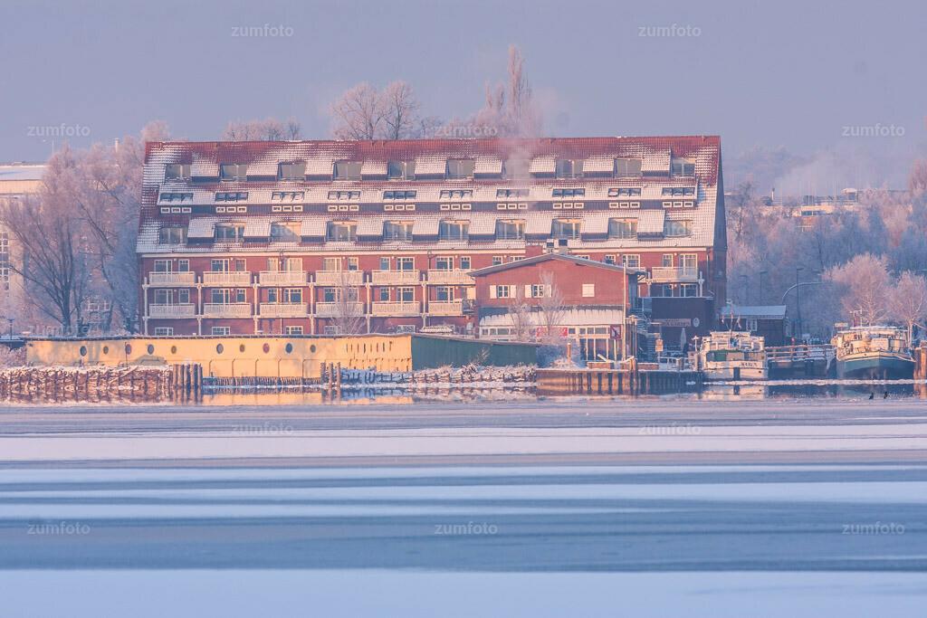 winterlicher Blick über die Müritz in Richtung Kietzspeicher