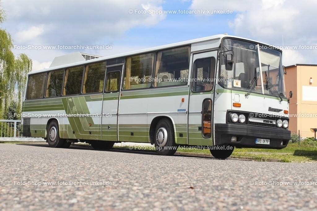 Ikarus 250 SL Luxusbus Staatsrat DDR, grün, 1986 | Ikarus 250 SL Luxusbus des Staatsrates der DDR, Grün/Weiss, Baujahr 1986, F. Winter & R. Völckel - Saalfeld, Crimla, Türcode: 1-1-0, Hersteller: Ikarus, Ungarn