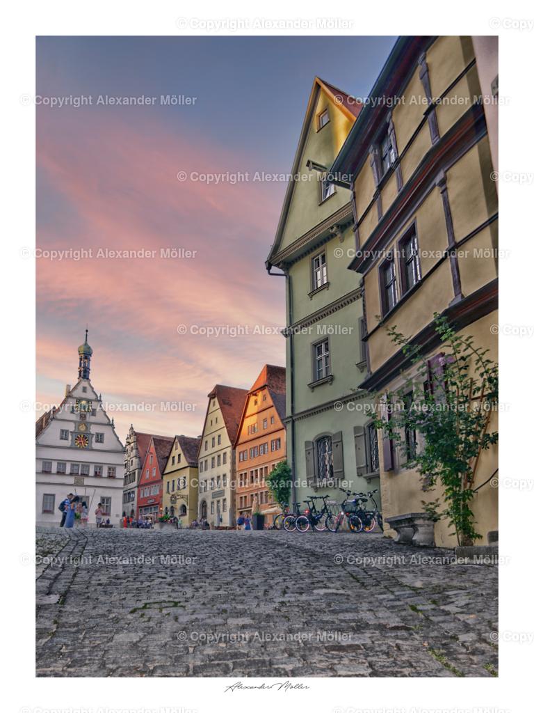 Rothenburg ob der Tauber No.47 | Dieses Werk zeigt den abendlichen Blick auf den Rothenburger Marktplatz.