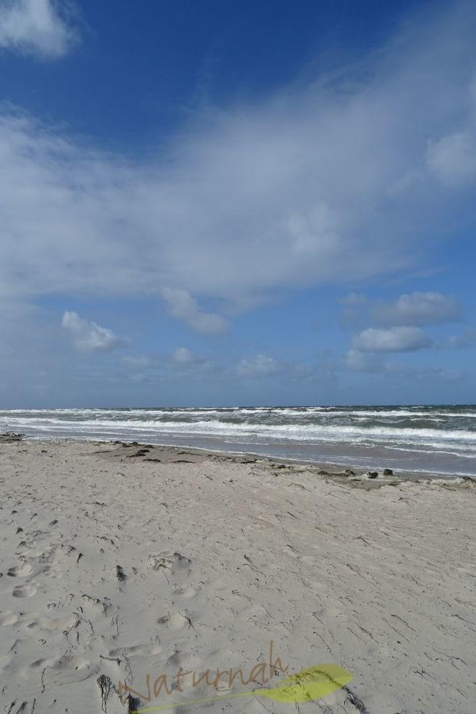 Fluffige Wolken | Wenn die Wolken so fluffig sind, dann läuft man am besten gemütlich im Sand am Ostseestrand entlang... entspannt - mit einem Lächeln!