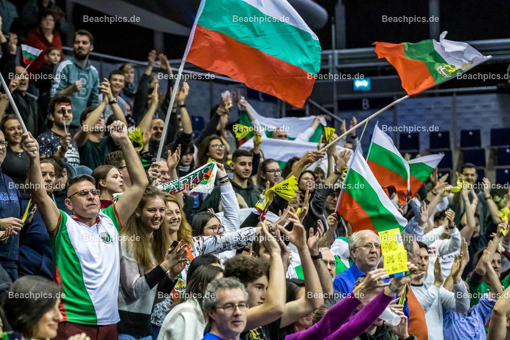 2020-00057119-CEV-European-Olympic-Qualification-Tokyo-2020 | Jubel bulgarische Fans über den Sieg über Frankreich; 06.01.2020; Berlin, ; Foto: Gerold Rebsch - www.beachpics.de