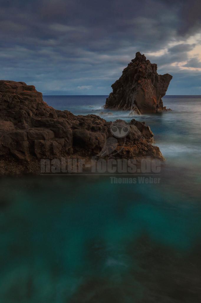 Santa Catarina | Felsnadel an der Küste Madeiras