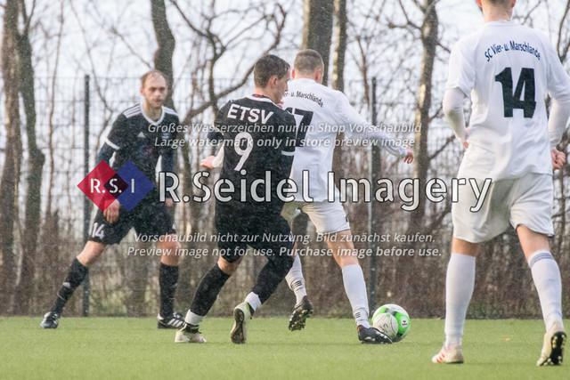 Fußball, Herren, Kreisliga 3, ETSV Hamburg II - SC Vier- und Marschlande III., Mittlerer Landweg, 01.03.2020 | Sebastian Alexander Spiewak (#9, ETSV), Lukas Thieß (#17, SCVM)