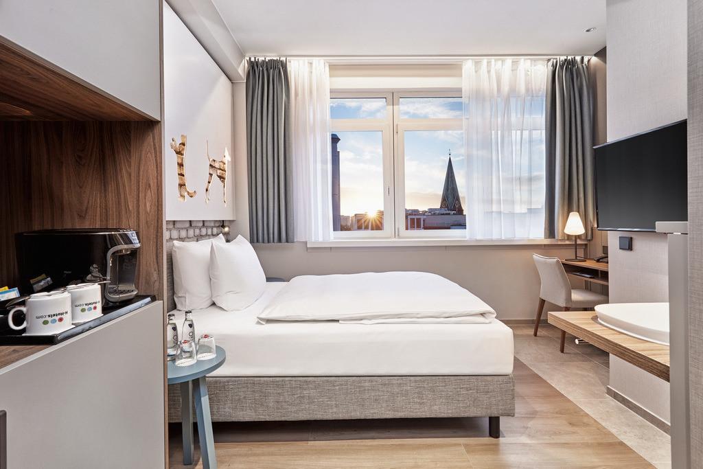 zimmer-komfort-queenzimmer-01-hplus-hotel-bremen