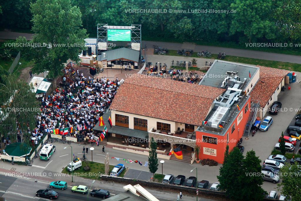 ES100612110080_PV | Public Viewing Auftackspiel Deutschland - Australien 4:0 WM 2010,  Essen, Ruhrgebiet, Nordrhein-Westfalen, Germany, Europa, Foto: hans@blossey.eu, 13.06.2010