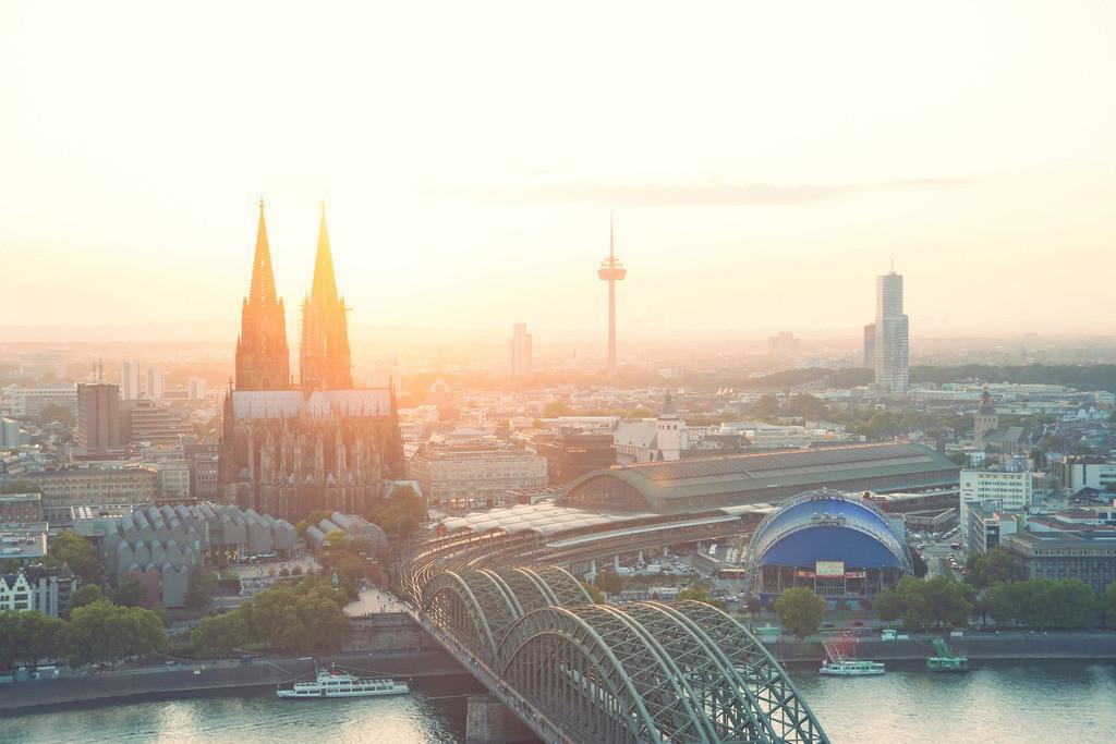 Leuchtendes Köln | Die Serie 'Deutschlands Stadtlandschaften' zeigt die schönsten deutschen Städte.