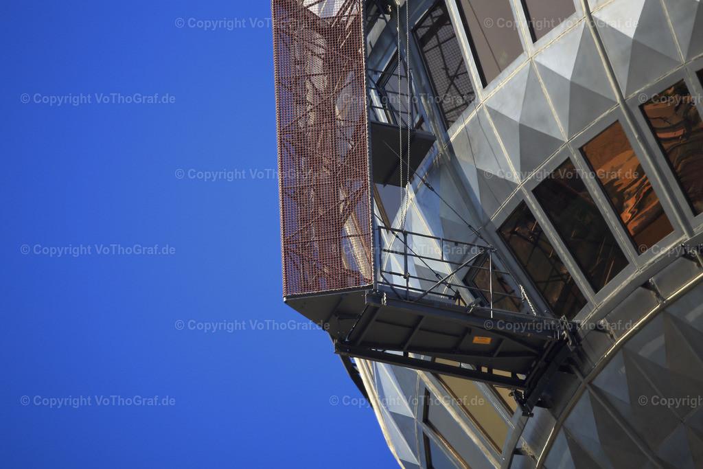 2015-06-05-5140 | der Außenkran der Fensterputzer an der Ausichtsplattform des Berliner Fernsehturm