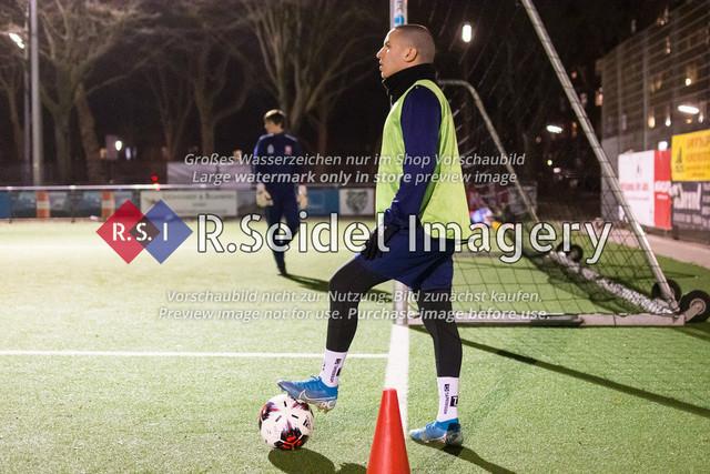 Nach Pandemie- und Winterpause darf der FC Teutonia 05 endlich das Training am Sportplatz Kreuzkirche wieder aufnehmen | Abdel Hathat
