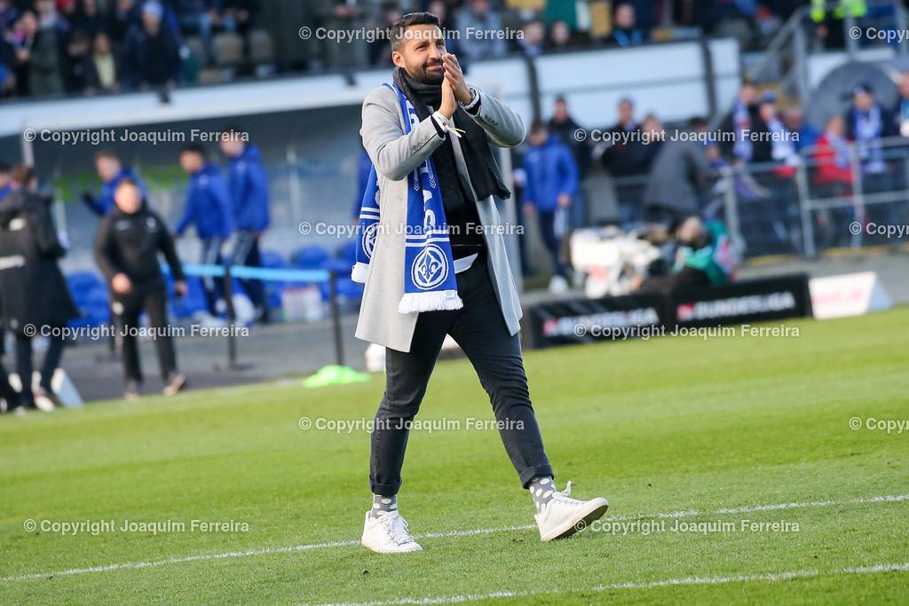 191221svdvshsv_0249 | 21.12.2019 Fussball 2.Bundesliga, SV Darmstadt 98-Hamburger SV emspor, despor  v.l.,  EL Capitano Kapitän Aytac Sulu bedankt sich bei den Fans, bedanken, Dank. Mannschaft nach dem Spiel, after the match bedankt sich bei den Fans, applauds the fans    (DFL/DFB REGULATIONS PROHIBIT ANY USE OF PHOTOGRAPHS as IMAGE SEQUENCES and/or QUASI-VIDEO)