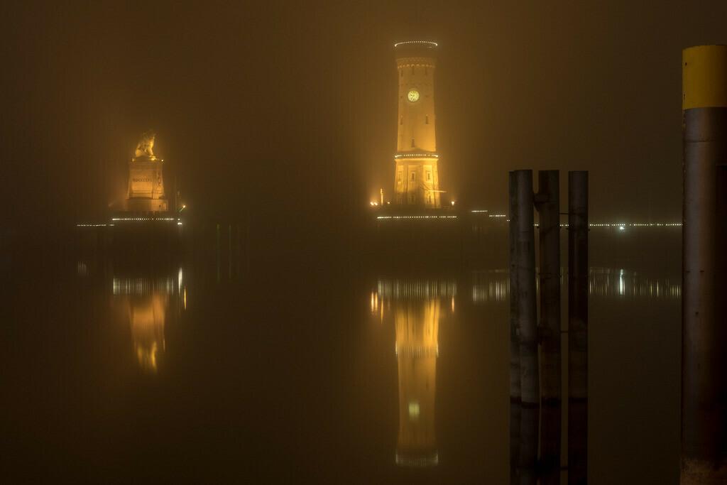 Hafeneinfahrt im Nebel