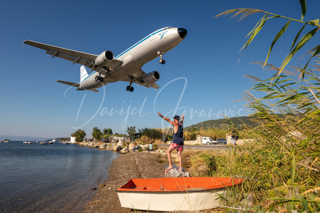 Condor | Condor Retro Airbus 320 landet in Skiathos