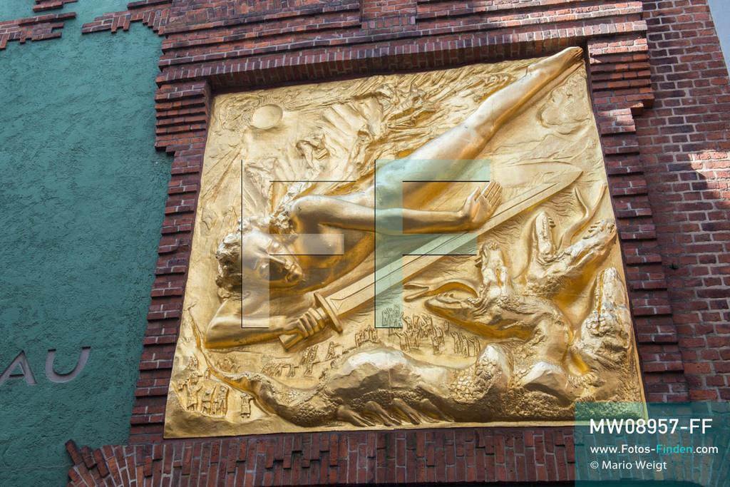 MW08957-FF | Deutschland | Niedersachsen | Bremen | Reportage: Reise entlang der Weser | Vergoldetes Bronzerelief