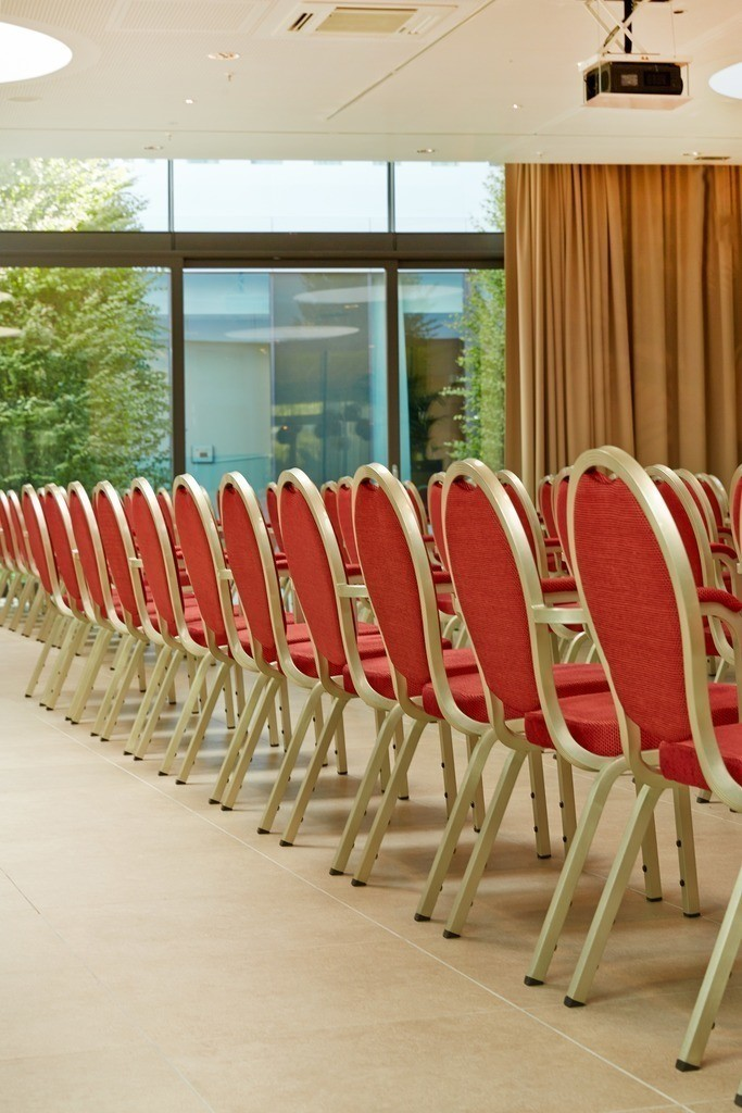 eventhof-stuhlreihen-06-h4-hotel-muenchen-messe