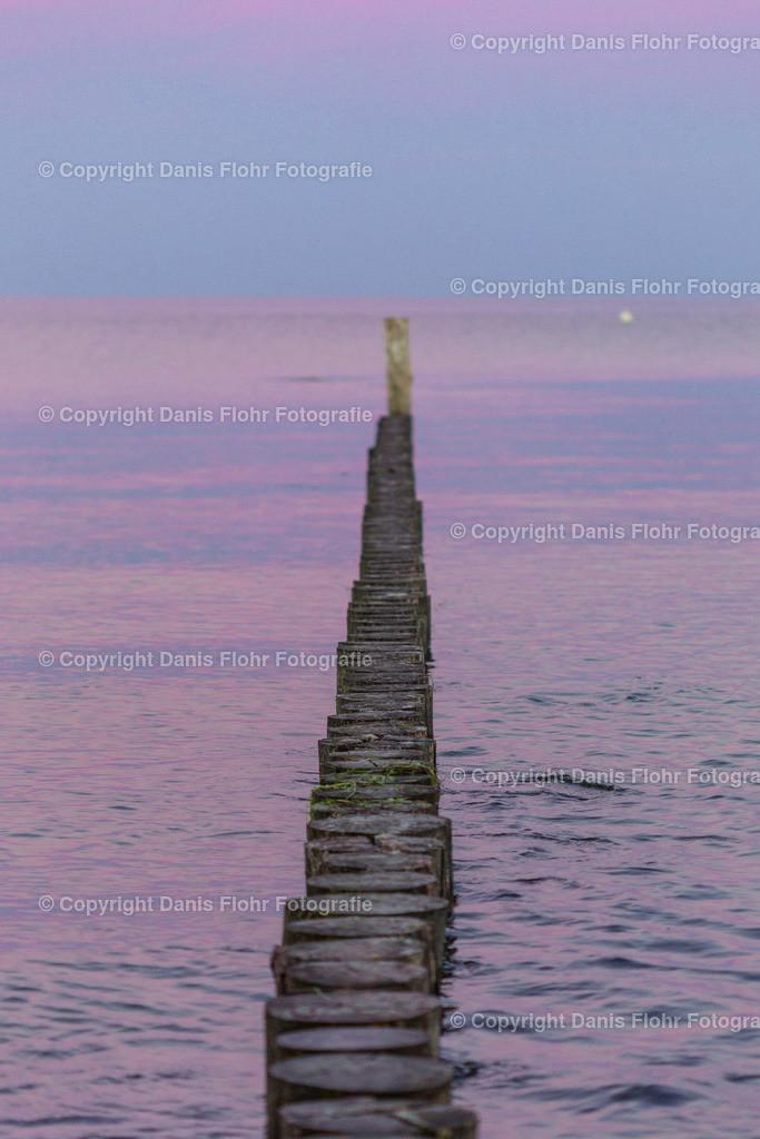 Buhne im Sonnenuntergang | Eine Buhne im lila Licht des Sonnenuntergangs