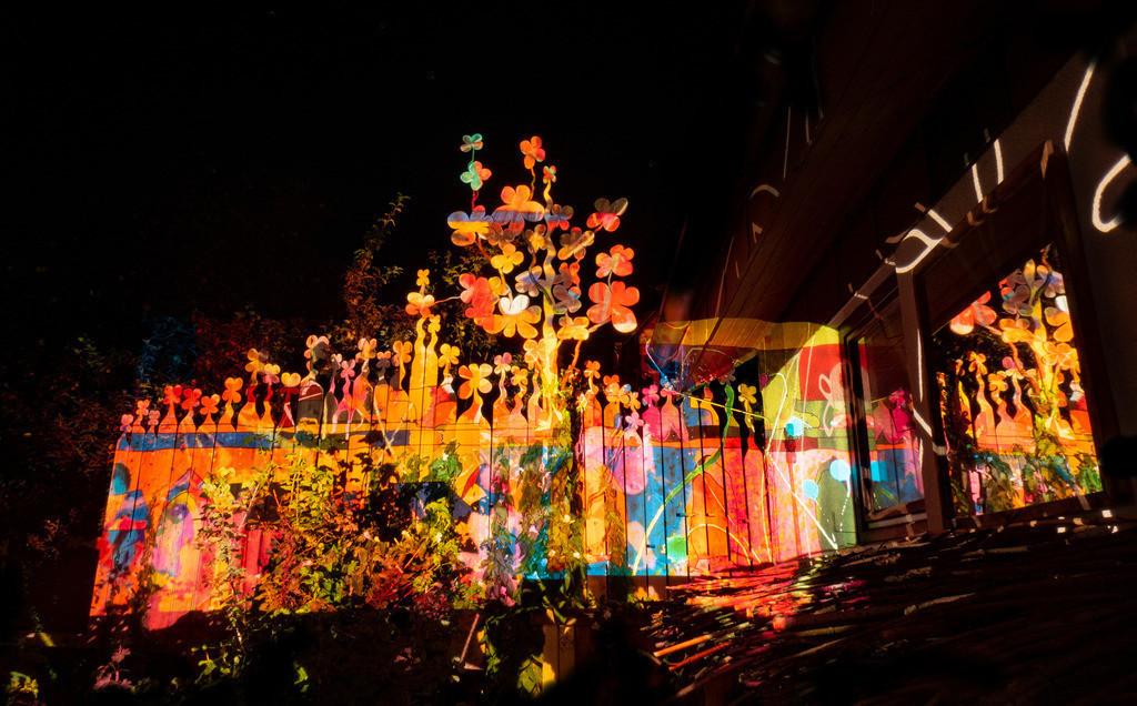 Bunter Abend 18 | Den Garten in ein Märchen verwandeln.Es bedarf nur  viele meiner Bilder, einen Photoapparat, 6 Projektoren, einen Kopf voll Ideen und einen Abend Zeit sie sichtbar zu machen. Diese Motive können sich auch zur Gestaltung von Postkarten, Einladungen oder Sprüchen eignen. - enjoy!