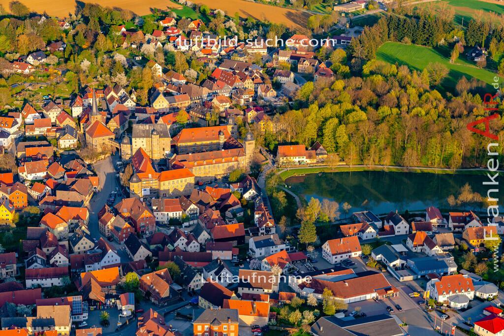 schloss-thurnau-18-209   aktuelles Luftbild von Schloss Thurnau - Luftaufnahme wurde 2018 von https://frankenair.de mittels Flugzeug (keine Drohne) erstellt.