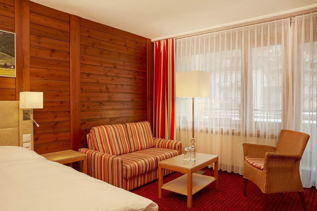 zimmer-komfort-doppelzimmer-02-hplus-hotel-engelberg