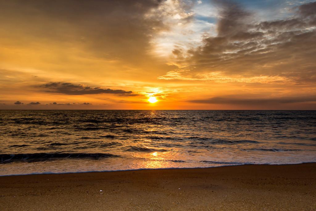 Sonnenuntergang am Strand auf Sri Lanka