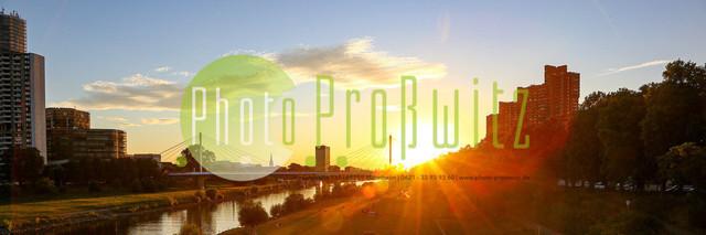 Sonnenuntergang am Neckar   Mannheim. 28JUL20   Mannheim in der Abendsonne am Neckar. Sonnenuntergang. Mit Neckaruferbebauung und dem Collins Center (links)   BILD- ID 2102   Bild: Photo-Proßwitz 27JUL20