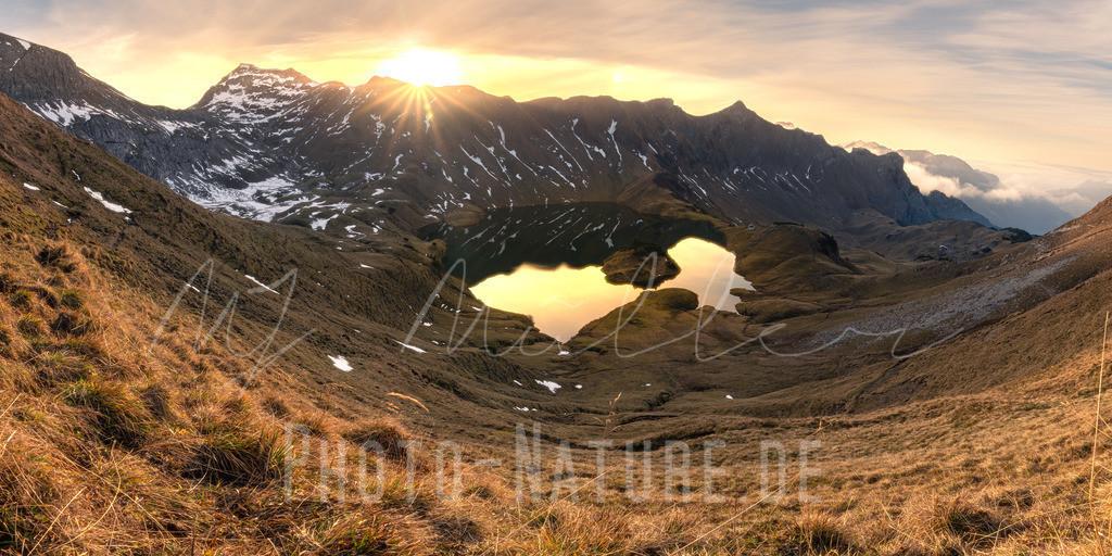 Sonnenuntergang im Allgäu   Ein prächtiger Sonnenuntergang an dem schönsten Bergsee des Allgäus