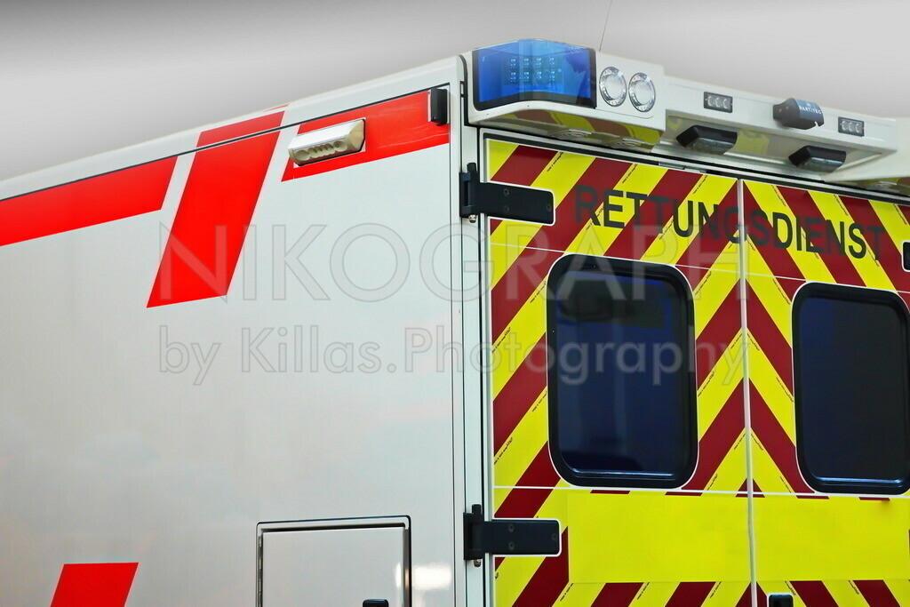 Rettungswagen   Heckansicht eines Rettungswagens.