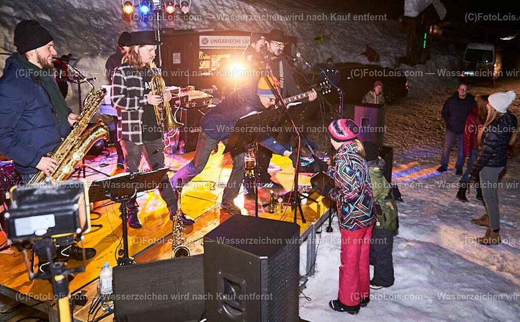 346_FIRE-ICE_Lackenhof   (C) FotoLois.com, Alois Spandl, FIRE & ICE in Lackenhof bei der Schirmbar im Weitental mit der Liveband àlaSKA, Feuershow von FEUERMATRIX, feurige Kulinarik, Pistenraupentaxi und dem großen Abschlussfeuerwerk zum Beginn der Semesterferien, Sa 2. Februar 2019.
