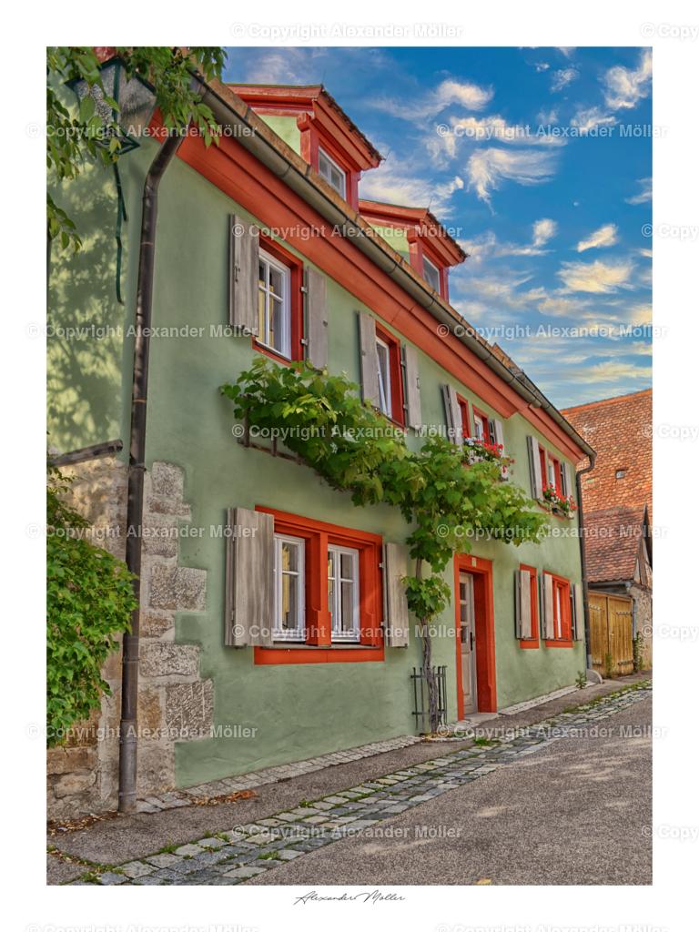 Rothenburg ob der Tauber No.25   Dieses Werk zeigt ein liebevoll gestaltetes Wohnhaus inmitten der Altstadt.
