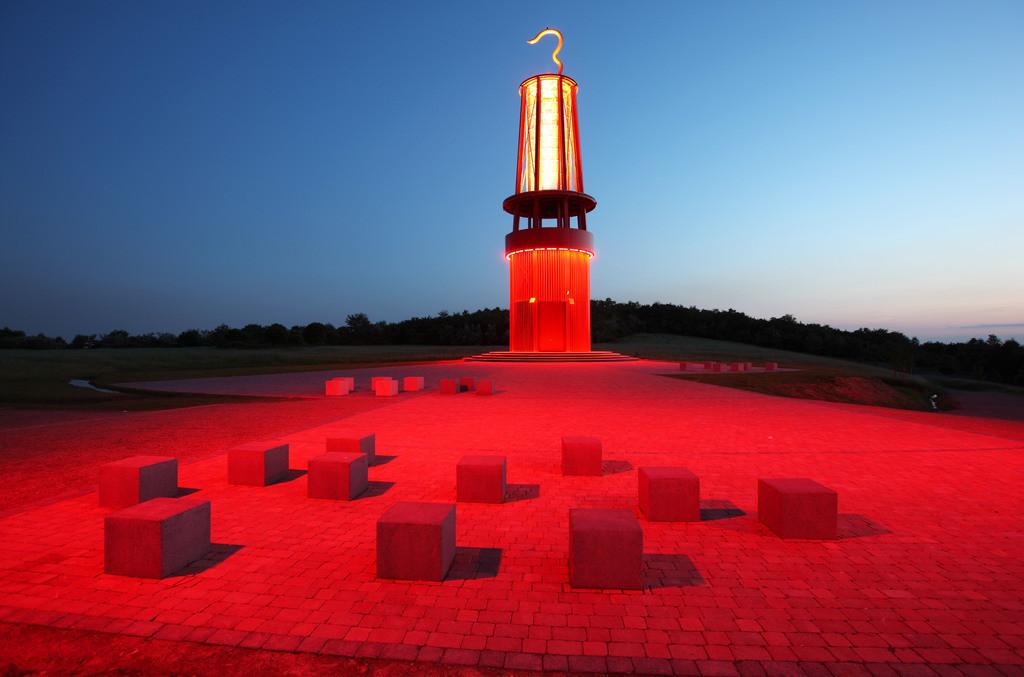 JT-080519-0018 | Blick von der Halde Rheinpreussen in Moers, Installation Das Geleucht von Otto Piene, 30 Meter hoher Nachbau einer Grubenlampe,