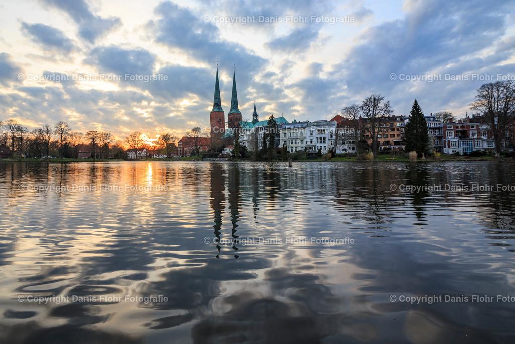 Dom zu Lübeck mit Spiegelung | Der Dom zu Lübeck mit Spiegelung im Mühlenteich