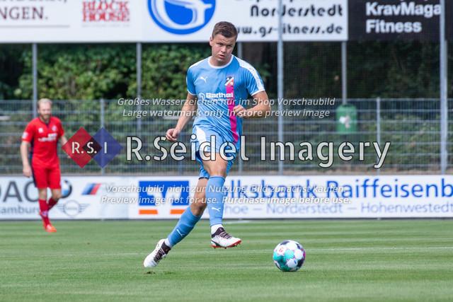 Fußball, Herren, LOTTO-Pokal Halbfinale, FC Eintracht Norderstedt - Altona 93, Edmund-Plambeck-Stadion, 16.08.2020 | Hendrik Bombek (#31, AFC, Innenverteidiger)