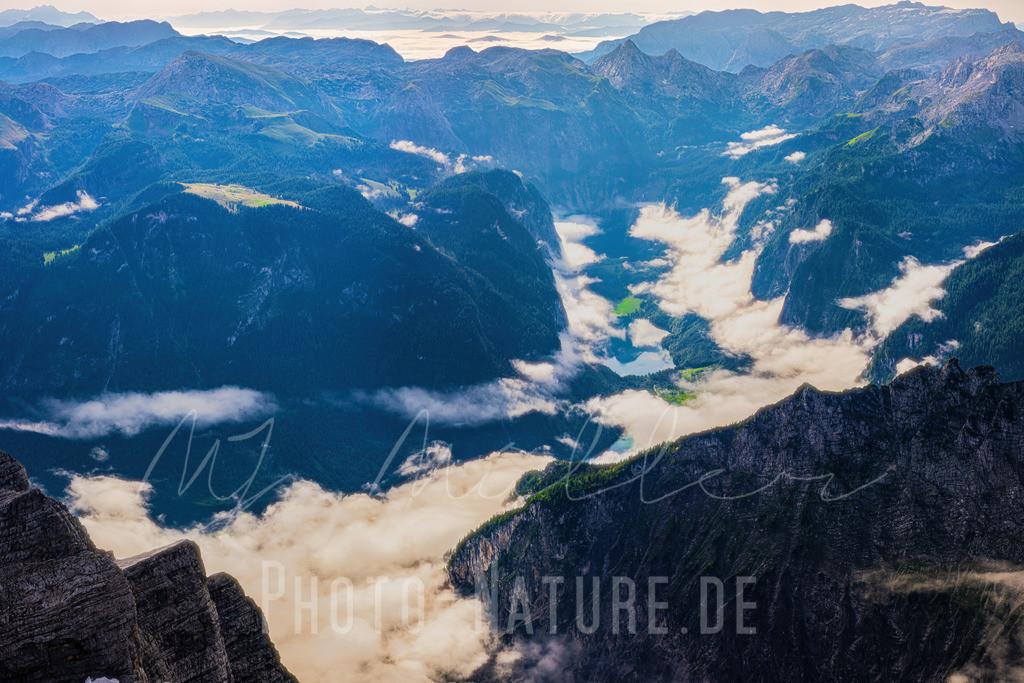 Der Königsee in den Berchtesgadener Alpen | Der See glänzt im Sonnen licht