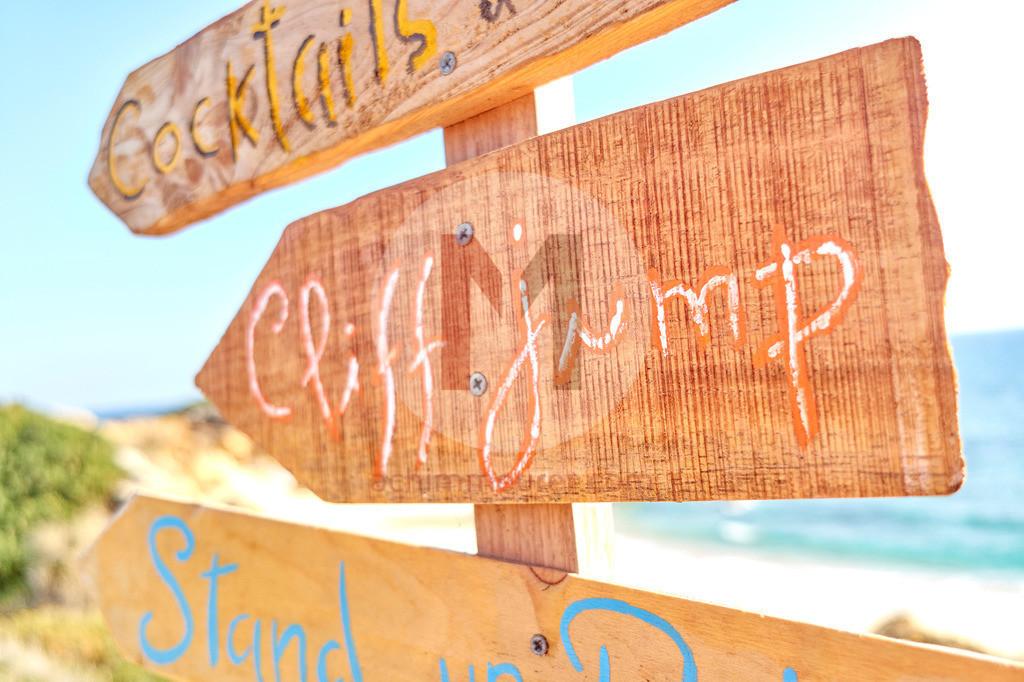Beschilderung am Strand, Algarve, Portugal