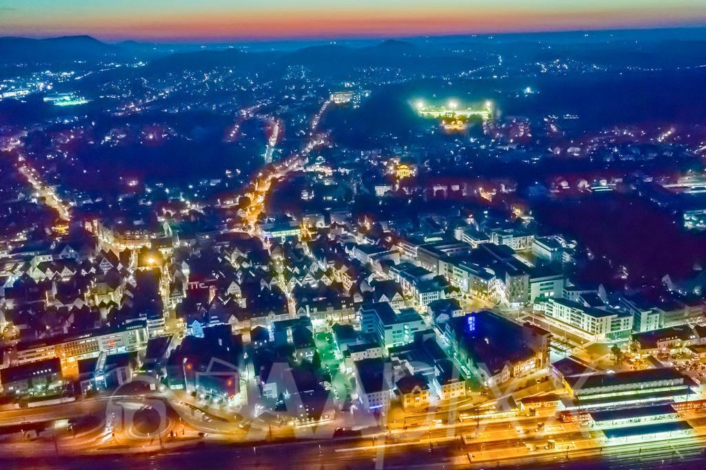 Aalen City Night | Hauptbahnhof im Vordergrund, Blick Richtung Westen